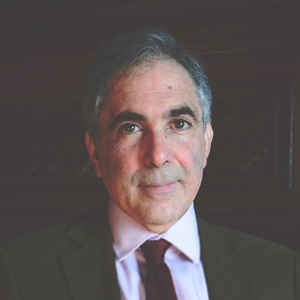 """Eduardo Posada Carbó: """"El reto constante de la democracia es la defensa de sus bondades"""""""