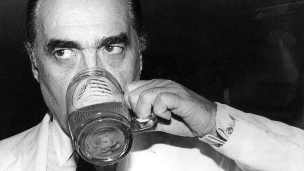 julio-mario-santodomingo-bebiendo-cerveza