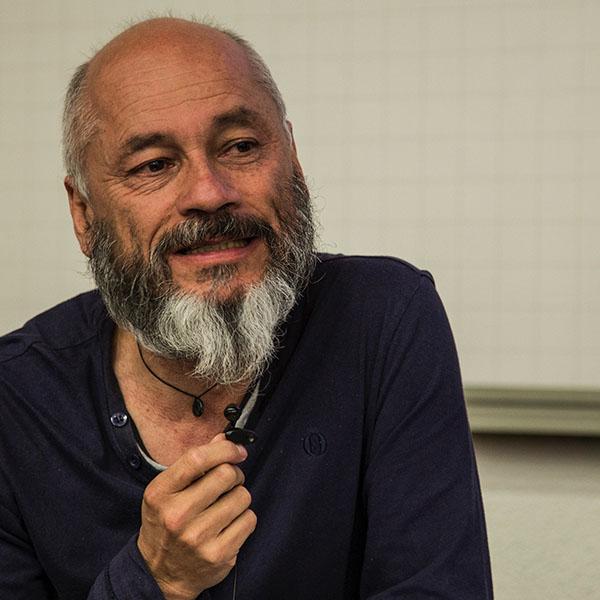 """""""La gente no quiere tantas redes sociales, la vida está cara a cara"""": Omar Rincón"""